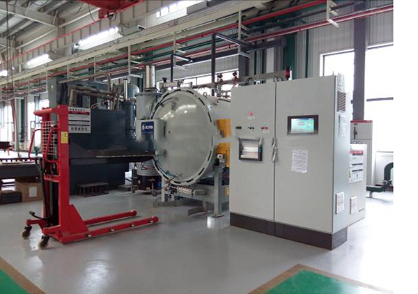 Double-chamber vacuum carburizing furnace