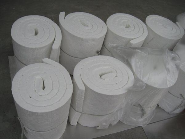 Bio-soluble ceramic fiber blanket for steel making furnace insulating lining